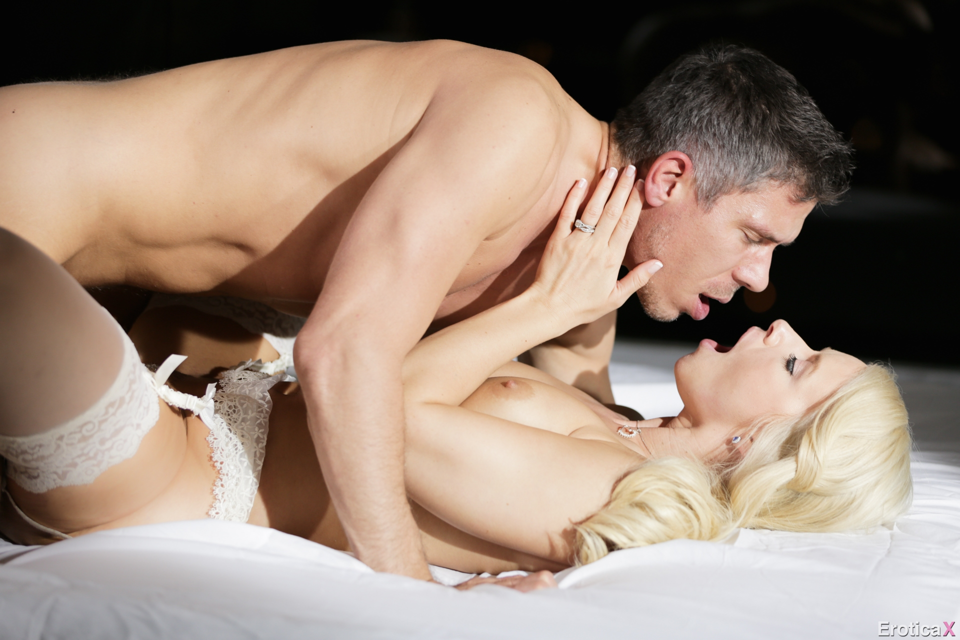 Секс Первая Брачная Ночьвидео